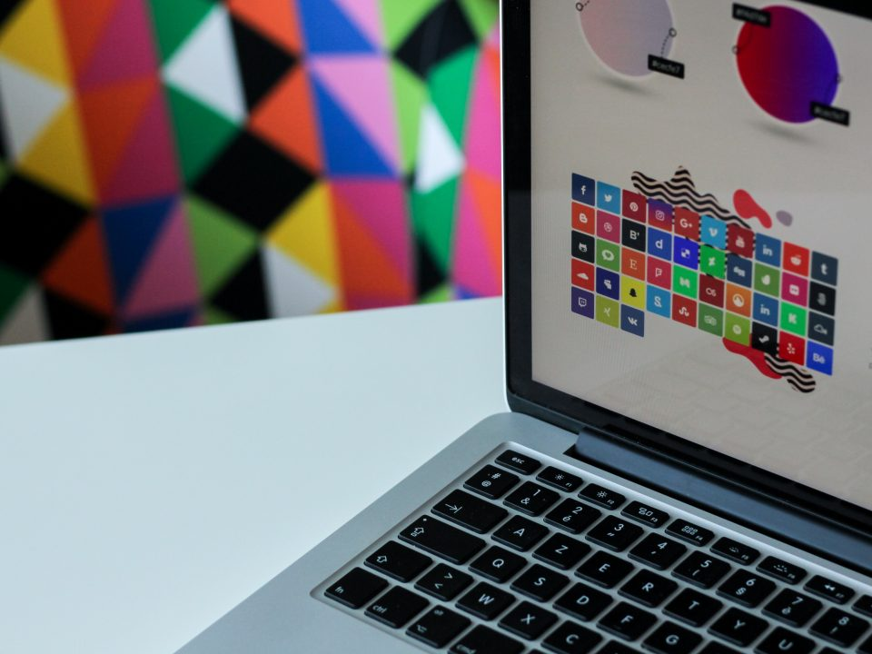 بهترین نرم افزار های طراحی لوگو